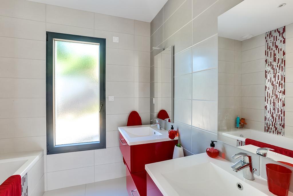 https://ocube.eu/wp-content/uploads/2019/10/salle-de-bain-architecte-lyon.jpg